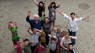 Правительство добавило 820млн рублей на помощь семьям стремя иболее детьми