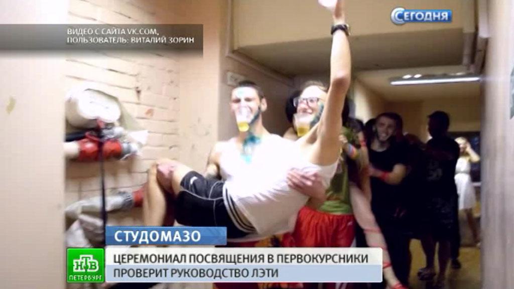 video-posvyasheniya-studentov-patsan-trahnul-telku-bolshim-chlenom