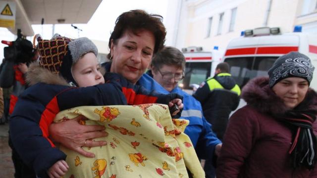 Доктор Лиза вывезла на лечение вРоссию 16детей из Донбасса.МЧС, Украина, войны и вооруженные конфликты, гуманитарная помощь.НТВ.Ru: новости, видео, программы телеканала НТВ