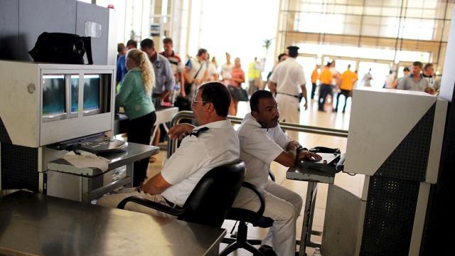СМИ: вЕгипте задержали сотрудников аэропорта по делу отеракте на борту A321.Египет, авиационные катастрофы и происшествия, авиация, расследование, самолеты.НТВ.Ru: новости, видео, программы телеканала НТВ