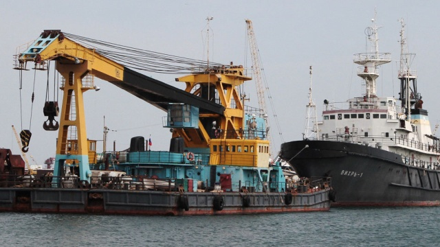 Турецкое судно пыталось помешать каравану буровых установок в Чёрном море.корабли и суда, Турция, Чёрное море.НТВ.Ru: новости, видео, программы телеканала НТВ