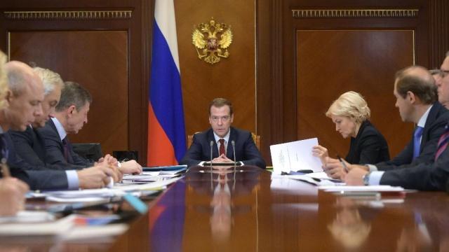 Медведев призвал «энергично сокращать расходы» из-за низких цен на нефть.Медведев, бюджет РФ, нефть, правительство РФ, экономика и бизнес.НТВ.Ru: новости, видео, программы телеканала НТВ