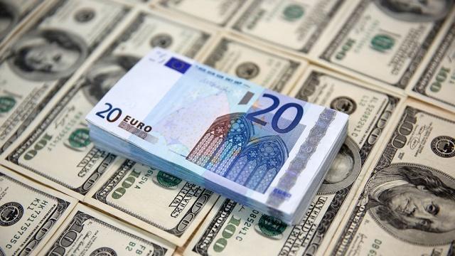 Доллар иевро на Московской бирже потеряли по рублю.биржи, валюта, доллар, евро, нефть, рубль, экономика и бизнес.НТВ.Ru: новости, видео, программы телеканала НТВ