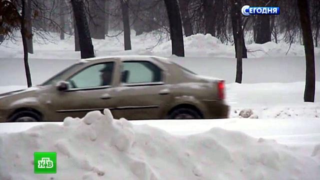 На улицы заснеженной Москвы выведено максимальное количество спецтехники.автомобили, зима, Москва, общественный транспорт, снег.НТВ.Ru: новости, видео, программы телеканала НТВ