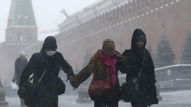 Жителей Москвы ожидает штормовой ветер и гололедица. Москва погода