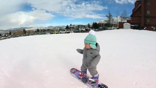Годовалая сноубордистка покорила сердца интернет-пользователей.Интернет, США, дети и подростки, курьезы.НТВ.Ru: новости, видео, программы телеканала НТВ