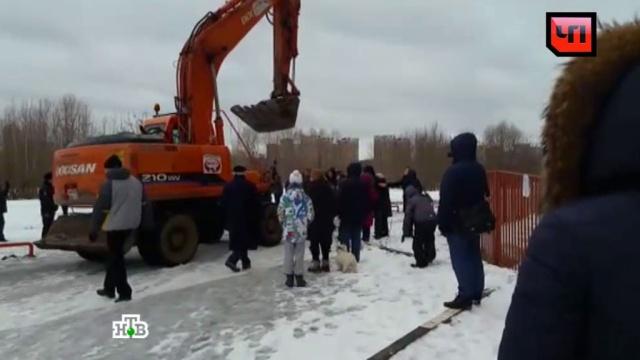 Протестующие москвичи подрались сохранниками дорожной стройки