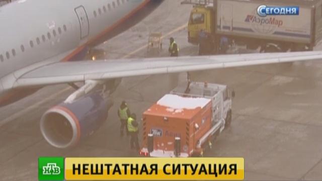 В Шереметьево приземлился пассажирский самолет с треснувшим стеклом.Аэрофлот, Москва, авиационные катастрофы и происшествия, авиация, самолеты.НТВ.Ru: новости, видео, программы телеканала НТВ