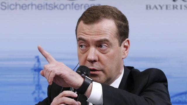 """Дмитрий Медведев: """"Россия и НАТО скатились во времена холодной войны"""""""