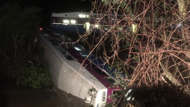 Катастрофа в Калифорнии потерпевший крушение поезд был без машиниста. США аварии на транспорте поезда