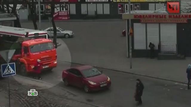 В Калининграде пенсионерка попала под колеса мусоровоза.ДТП, Калининград, грузовики.НТВ.Ru: новости, видео, программы телеканала НТВ