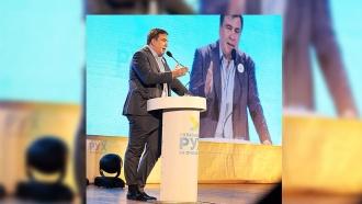 Новый конфуз: Саакашвили появился на публике сзаправленными вноски брюками