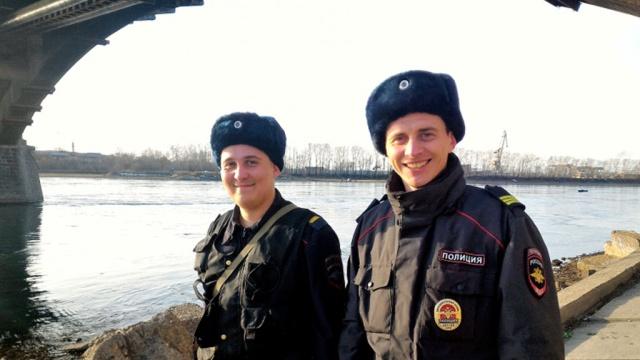 ВИркутске полицейский бросился вледяную реку за утопавшей студенткой.Иркутск, героизм, полиция, самоубийства.НТВ.Ru: новости, видео, программы телеканала НТВ