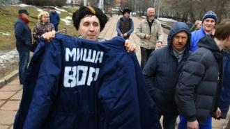 ВПерми Касьянову подарили ватник снадписью «Миша— вор»