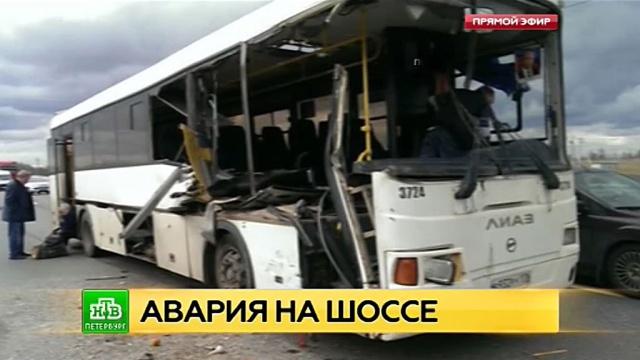 При столкновении с грузовиком под Петербургом пострадали восемь пассажиров автобуса.ДТП, Ленинградская область, Санкт-Петербург, автобусы, грузовики.НТВ.Ru: новости, видео, программы телеканала НТВ