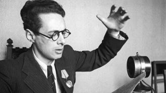 Юрий Левитан докладывает опобеде советских войск вВеликой Отечественной войне