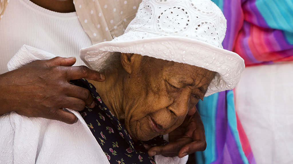 Фото старая женщина — pic 4