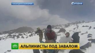 Двое альпинистов пострадали при сходе лавины в Приэльбрусье
