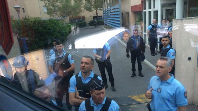 ВОБ: французская полиция объявила одепортации 50российских болельщиков.Франция, полиция, фанаты, футбол.НТВ.Ru: новости, видео, программы телеканала НТВ