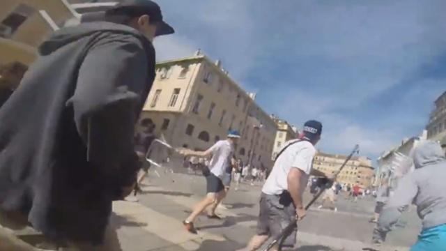 Российский фанат снял беспорядки в Марселе от первого лица.Франция, беспорядки, драки и избиения, фанаты, футбол.НТВ.Ru: новости, видео, программы телеканала НТВ