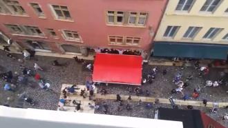 Очевидец снял на видео побоище французских ибританских фанатов вЛионе