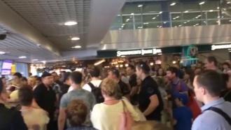 Пассажиры задержанных рейсов устроили драку в Домодедово