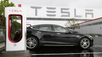 ВСША при испытании беспилотного электромобиля Tesla погиб человек