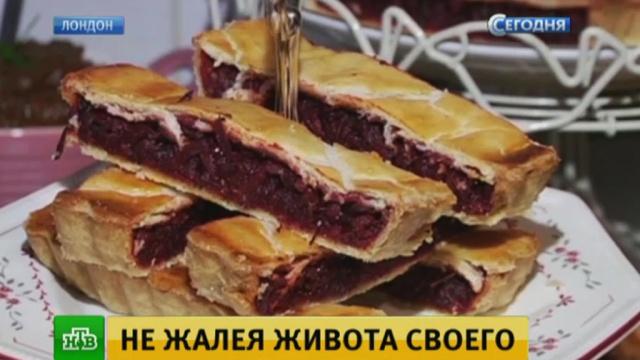 На фестивале советской кухни вЛондоне угощают борщом иселедкой под шубой.Великобритания, Лондон, еда, кулинария.НТВ.Ru: новости, видео, программы телеканала НТВ