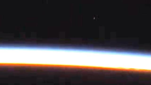 Камера МКС запечатлела летящий к Земле НЛО.космос, МКС, НАСА, НЛО и инопланетяне.НТВ.Ru: новости, видео, программы телеканала НТВ