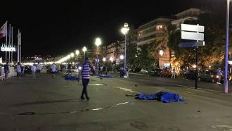 СМИ сообщают о50погибших при теракте вНицце