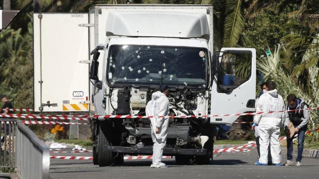 СМИ: устроивший теракт вНицце водитель был вдепрессии из-за развода.Франция, терроризм.НТВ.Ru: новости, видео, программы телеканала НТВ