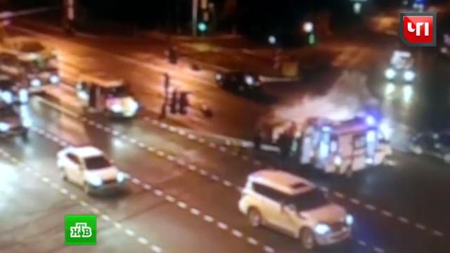ВМоскве мотоцикл столкнулся сPorsche.ДТП, Москва, автомобили, мотоциклы и мопеды.НТВ.Ru: новости, видео, программы телеканала НТВ