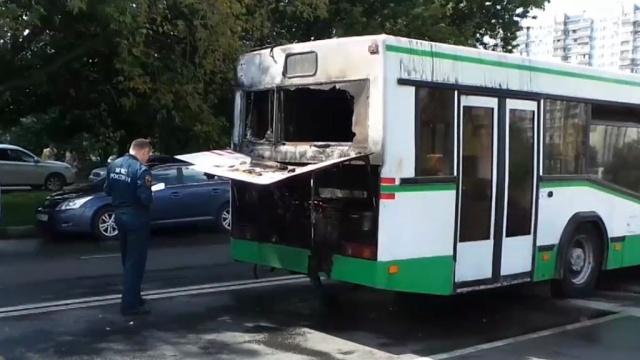 На юго-востоке Москвы загорелся рейсовый автобус.МЧС, автобусы, общественный транспорт, пожары.НТВ.Ru: новости, видео, программы телеканала НТВ