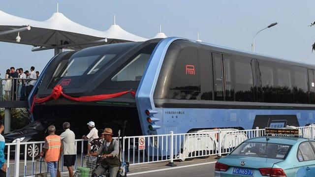 Автобус будущего вКитае впервые выпустили на тестовый маршрут.Китай, автобусы, общественный транспорт, технологии.НТВ.Ru: новости, видео, программы телеканала НТВ