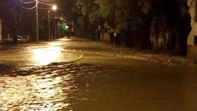 Мощный ливень затопил столицу Абхазии.Абхазия, лето, погода.НТВ.Ru: новости, видео, программы телеканала НТВ
