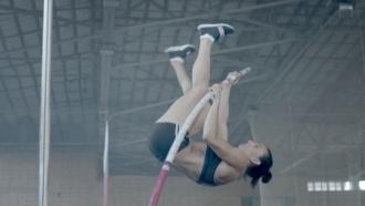 «Я иду дальше»: Исинбаева опубликовала видео прощального прыжка сшестом