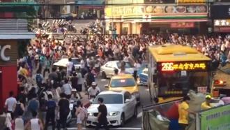 Ловцы покемонов на Тайване устроили давку ипарализовали движение
