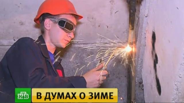 Донецкие коммунальщики меняют батареи отопления илатают крыши.ДНР, Донецк, ЖКХ, Украина, войны и вооруженные конфликты.НТВ.Ru: новости, видео, программы телеканала НТВ