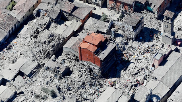 Число жертв землетрясения вИталии достигло 267.Италия, землетрясения, стихийные бедствия.НТВ.Ru: новости, видео, программы телеканала НТВ