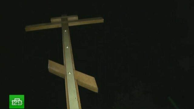 В парке «Торфянка» хулиганы пытались сломать крест на месте строительства храма.Москва, задержание, парки и скверы, православие, строительство.НТВ.Ru: новости, видео, программы телеканала НТВ
