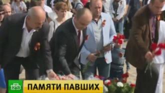 Тысячи людей почтили память советских солдат и ополченцев на Саур-Могиле