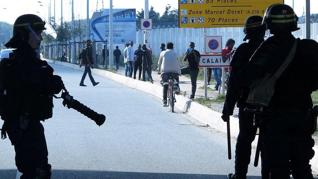 Французская полиция разогнала мигрантов упорта Кале