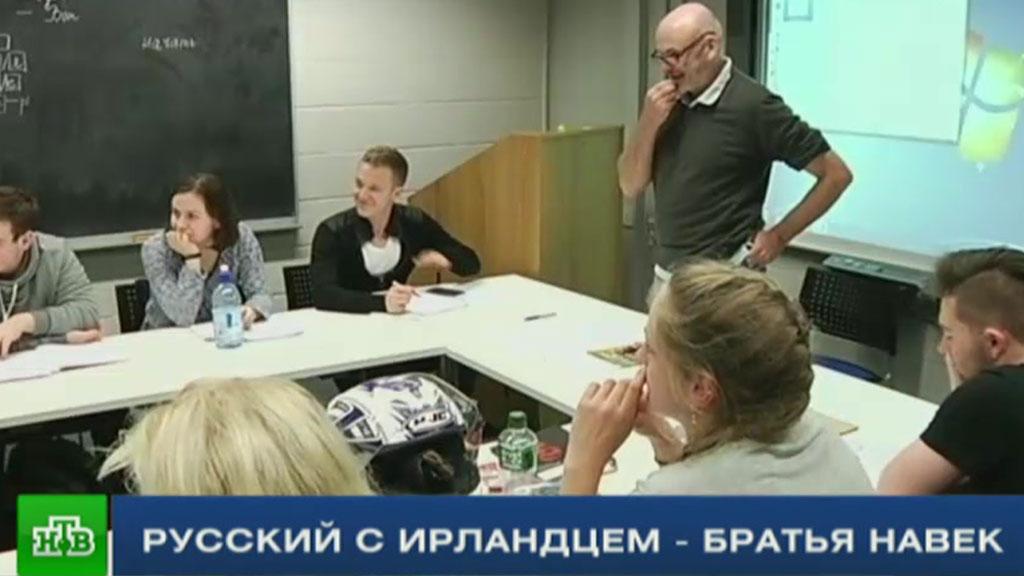 russkoe-v-ofise-video-yaichki-laskayut-zhenskie-ruchki-porno