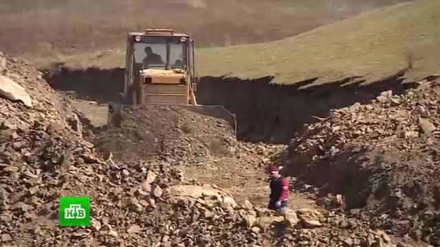 Жители дагестанских сел строят дорогу на собственные деньги.Дагестан, дороги, строительство.НТВ.Ru: новости, видео, программы телеканала НТВ