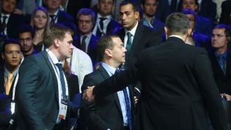 Медведев эвакуирован сфорума вСколкове <nobr>из-за</nobr> подозрительных хлопков