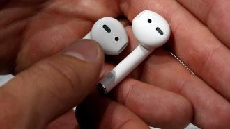 Apple отложила начало продаж наушников для IPhone 7