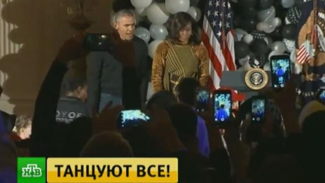 Обама исполнил танец зомби на Хеллоуине в Белом доме.Обама Барак, Обама Мишель, США, Хеллоуин.НТВ.Ru: новости, видео, программы телеканала НТВ