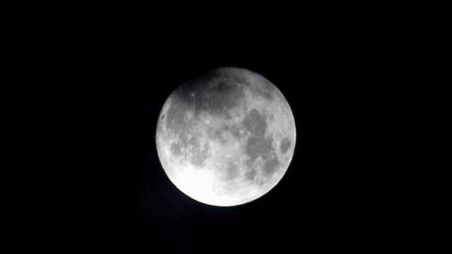 Снимки рекордной Суперлуны разлетелись по соцсетям.Луна, астрономия, космос, наука и открытия.НТВ.Ru: новости, видео, программы телеканала НТВ