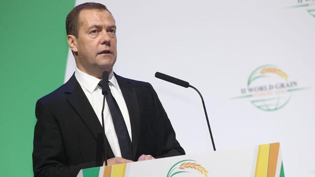 Медведев пообещал аграриям поддержку независимо от санкций.Медведев, правительство РФ, санкции, сельское хозяйство, экономика и бизнес.НТВ.Ru: новости, видео, программы телеканала НТВ