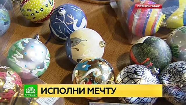 В петербургской академии Штиглица расписывают новогодние игрушки для пациентов детского хосписа.Новый год, Санкт-Петербург, благотворительность, дети и подростки, онкологические заболевания.НТВ.Ru: новости, видео, программы телеканала НТВ